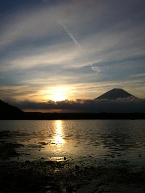 2012年 精進湖湖畔より初日の出